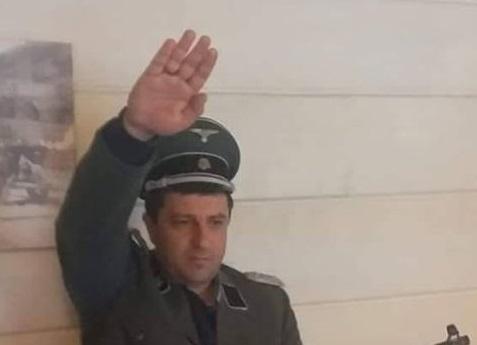 На Украине мэр одного из городов «зиговал» со шмайсером и в нацистской форме