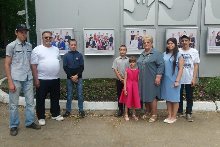 Балаковскую семью занесли на областную Доску Почета Лучшие семьи Губернии