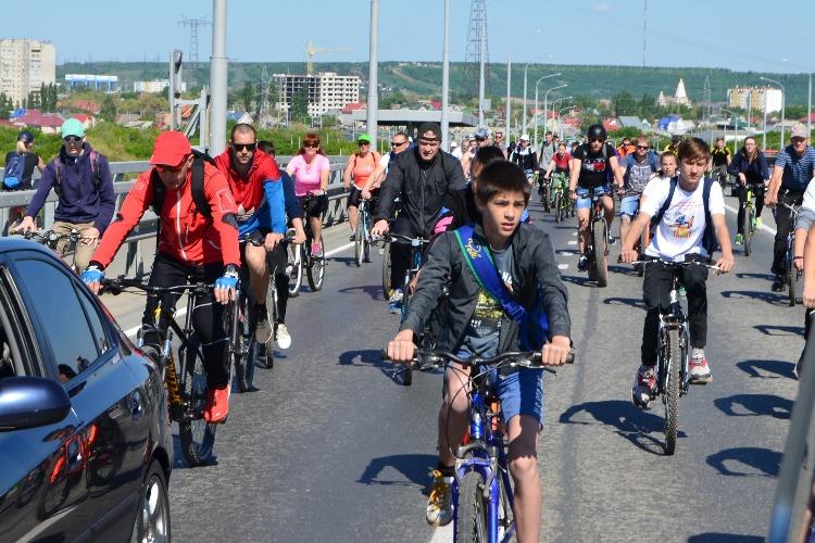 150 балаковцев приняли участие в победном велопробеге