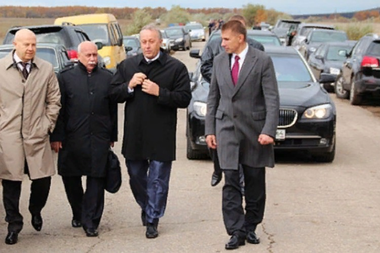 Губернатор Радаев передумал покупать BMW для правительства ценой под 8 миллионов рублей