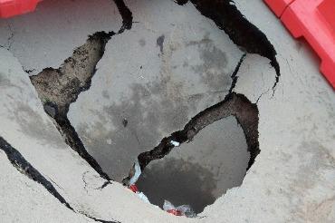 В центре Балакова обнаружен то ли просто провал, то ли целый подземный ход
