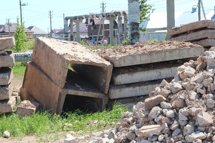 Строительный мусор валят горами на Подсосенскую дорогу без всякого страха