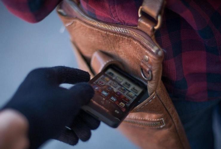 23-летний парень попался на воровстве мобильного телефона
