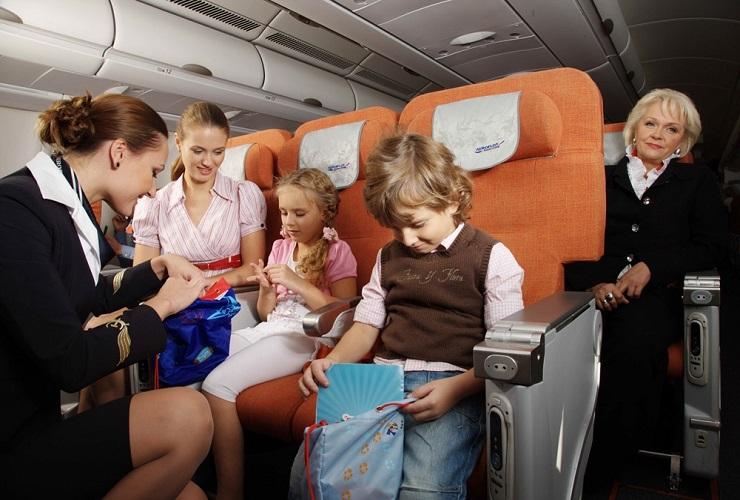 Авиакомпаниям хотят запретить рассаживать детей и родителей
