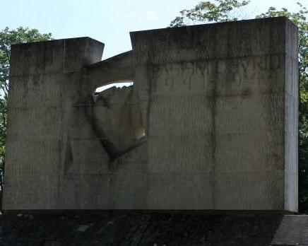 В Эстонии отказались открывать дело, назвав оскверненный памятник погибшим в ВОВ «малоценным»