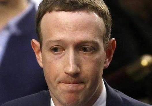 Большинство инвесторов соцсети Facebook проголосовало за отстранение Цукерберга с поста главы компании