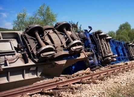 В США в Неваде сошел с рельс поезд, груженный оружием и опасными химикатами