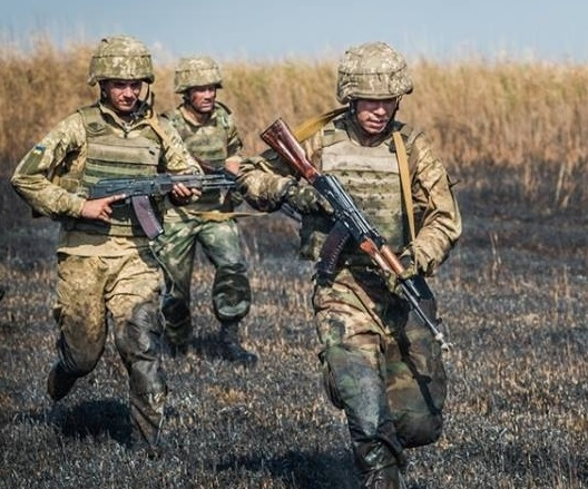 Нетрезвый командир ВСУ открыл огонь по своим солдатам из автомата