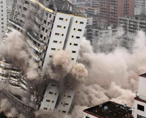 Очистка местности от взрывоопасных предметов и снос зданий взрывом компанией «ЮНИЭКСПЛ»