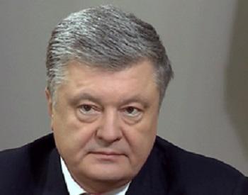 Во Львовской области Петра Порошенко закидали дымовыми шашками
