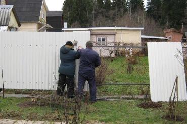 Как быть, если сосед поставил свой забор на вашем земельном участке?
