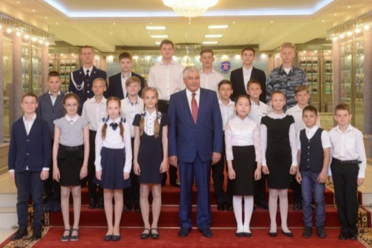 Министр наградил нашего юного земляка за мужество и героизм