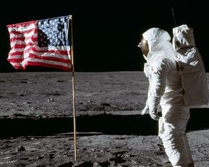Кинопродюсер: США сфальсифицировали кадры полета на Луну