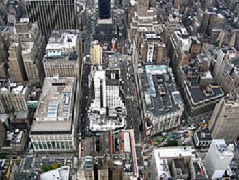 В США в Нью-Йорке произошло массовое отключение электроэнергии: весь Манхэттен во мраке