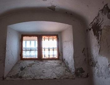 Камеры пыток в Мариуполе: европейцев шокировало их наличие на Украине