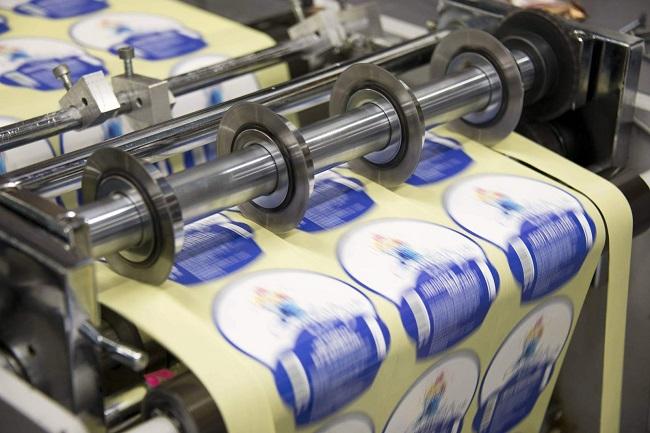Самоклеящиеся этикетки в рулонах